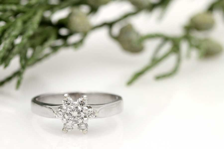 Vintage diamond cocktail ring in platinum.