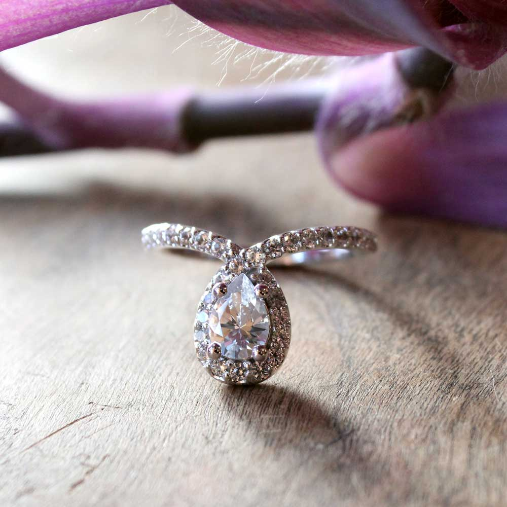 Pear diamond engagement ring in white gold.