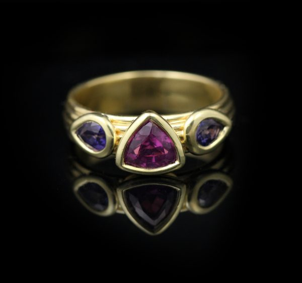 18K Yellow Gold Geometric Three Stone Sapphire Ring